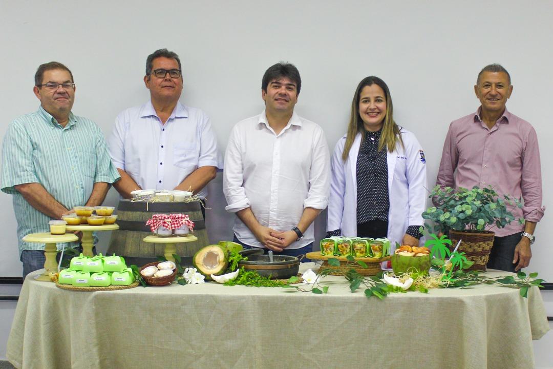 aaa38610 0b16 4db1 b765 a089c61dc475 - Presidente da Frente Parlamentar de Empreendedorismo visita projeto de aproveitamento de coco verde