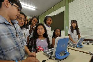 agenciabrasil030212agencia brasil081211 mca4020 300x200 - ALERTA: menos da metade dos estudantes aprende sobre segurança na internet