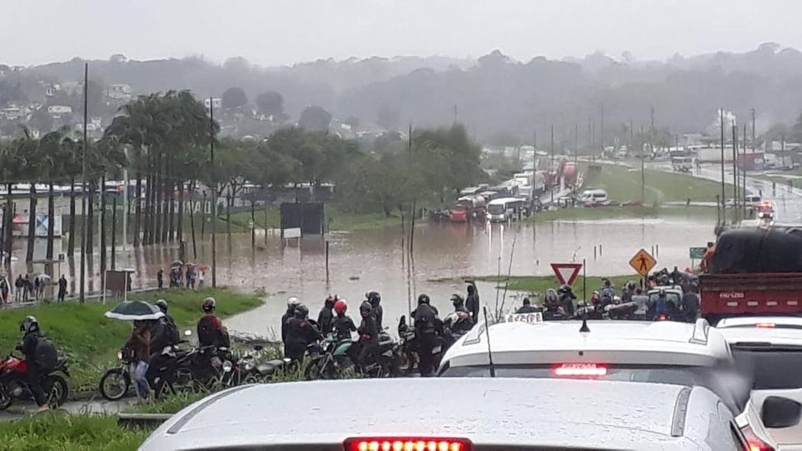 br101 recife guabiraba - ALAGAMENTOS E MORTES: Fortes chuvas causam transtornos no Grande Recife; tráfego está comprometido - VEJA VÍDEO