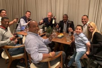cafu posta imagem de jantar realizado em comemoracao pela conquista do tetra 1563421004288 v2 900x506 - Cafu comemora 25 anos do tetra em jantar com outros seis campeões