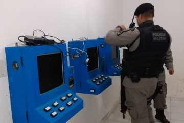 cassino clandestino 1 - Polícia Militar desmancha casa de jogos de azar na capital