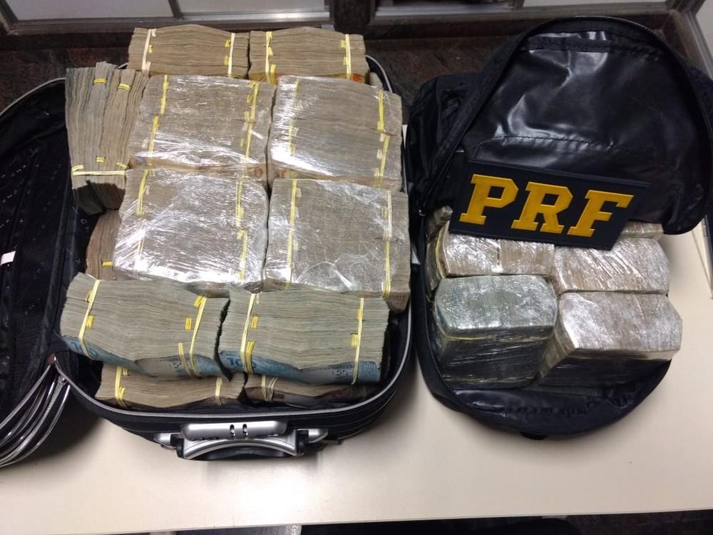 dinheiro apreendido - Ex-comandante geral e subtenente reformado da PM são presos com cerca de R$ 1,5 milhão em espécie