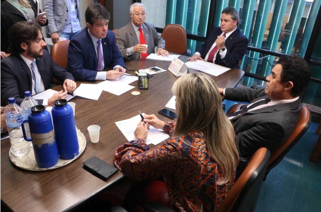 e8f245a8 9ac4 424c 8a5a 0d7948ec8a84 1024x678 - Ruy destaca união da bancada na defesa de projetos da Paraíba no Orçamento da União