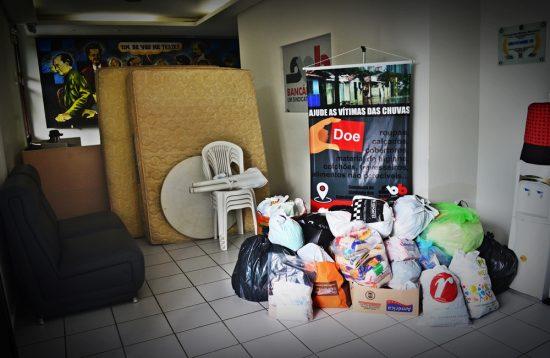 entregadoaçõescomunidadesãorafael OIS 3727 dest1000x650 550x358 - Sindicato dos Bancários entrega doações às vítimas das chuvas na comunidade Padre Hildon Bandeira