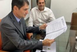 Polícia Federal deflagra operação e cumpre mandados judiciais contra servidores da gestão de Romero Rodrigues – VEJA VÍDEO