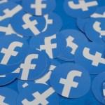 facebook stickers reuters stephen lam - Justiça do DF condena Facebook por suspensão de conta sem explicação