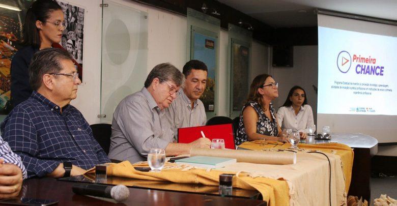 Programa Primeira Chance lança cartilha e divulga empresas selecionadas