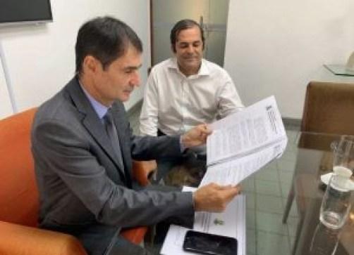 licitaçõs 300x217 - Secretário preso de Campina Grande tem folha com muitos serviços prestados aos Cunha Lima