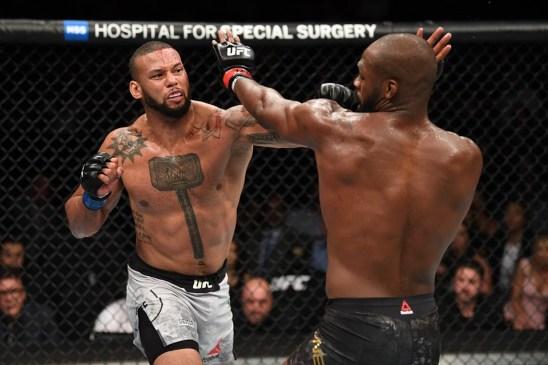 marreta x jones 1 300x200 - ADIADO: Thiago 'Marreta' lesiona os dois joelhos e retorno ao UFC fica para 2020