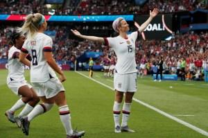 megan rapinoe comemora seu gol em jogo franca x estados unidos pela copa do mundo feminina 1561749938559 v2 1920x1271 300x199 - Seleção dos EUA vence a Holanda e é a campeã da Copa do Mundo Feminina