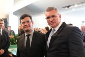 moro e julian 300x200 - 'UM VERDADEIRO CIRCO NA CCJ': Julian Lemos critica postura da oposição elogia desempenho de Sérgio Moro