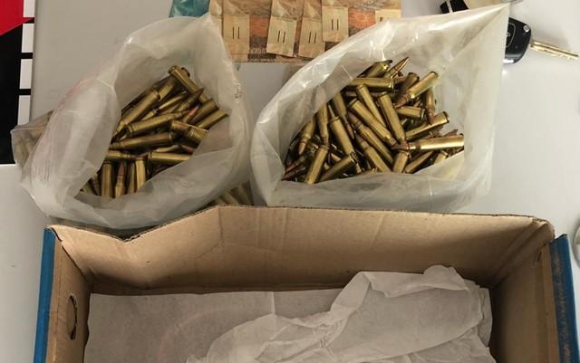 municoes 556 - Trio é preso com carro roubado e cerca de 300 munições de calibre restrito às Forças Armadas, na PB