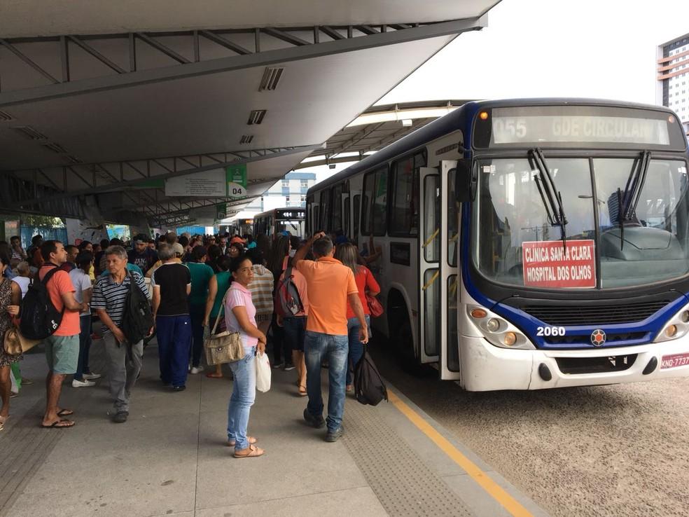 onibus campina grande - PAGANDO A MAIS: Passageiros de Campina Grande relatam falha no sistema dos ônibus