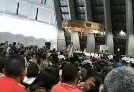 Padre canta música 'Boate Azul' durante missa em Natal: 'Nada melhor que o sucesso do momento'; VEJA VÍDEO