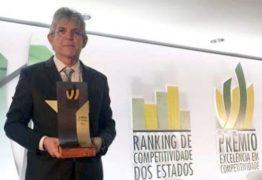 Ricardo Coutinho adere ao #TBT e posta foto do dia em que recebeu, em nome da Paraíba, Prêmio Excelência em Competitividade 2018