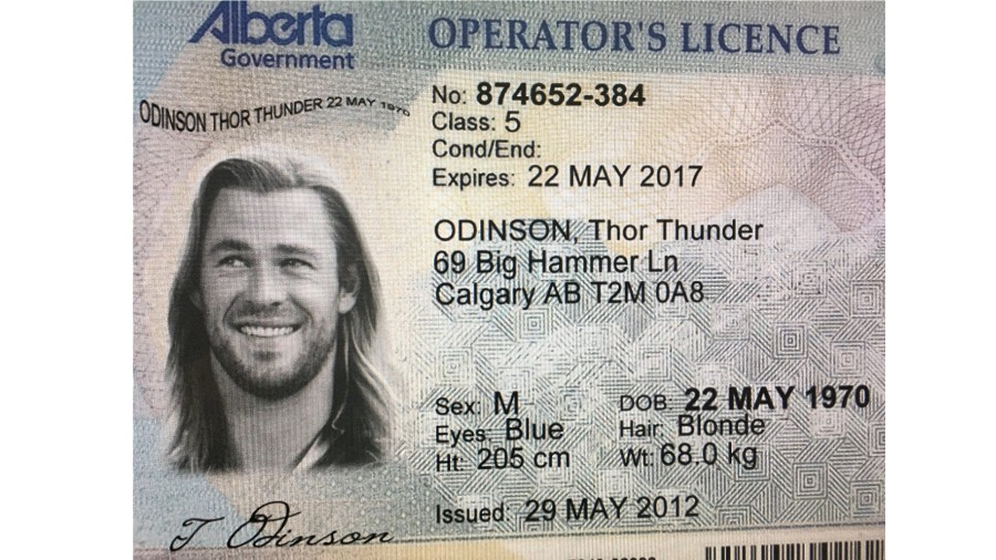 """thor e colocado em identidade falsa 1564406187859 v2 900x506 - Homem usa """"dados"""" de Thor e cria documento falso para comprar maconha"""