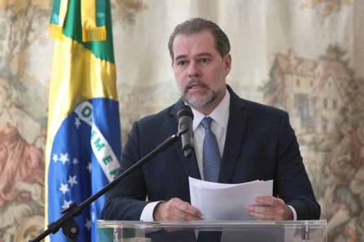 toffoli nova julho 1 300x200 - A pedido da defesa de Flávio Bolsonaro, Tóffoli suspende inquérito com dados da Coaf
