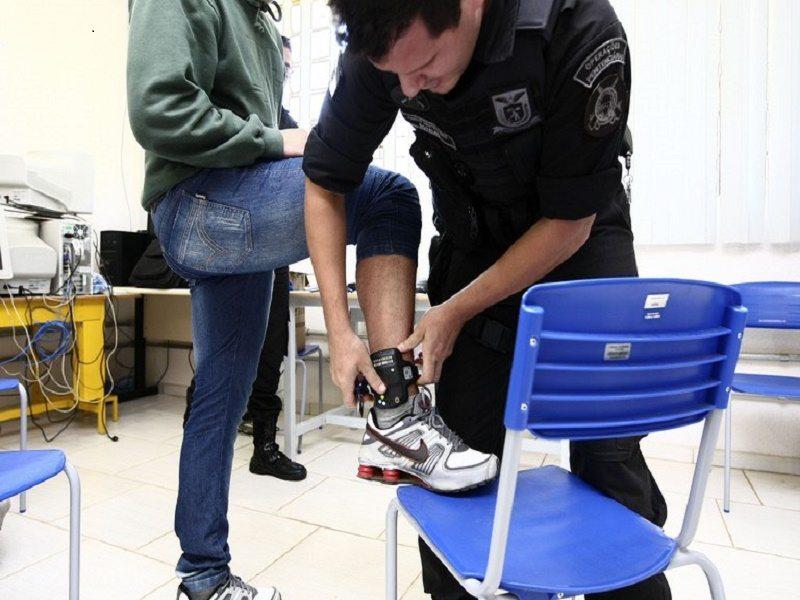 tornozeleira - Mais 55 presos recebem tornozeleiras para sair de presídio em Campina Grande