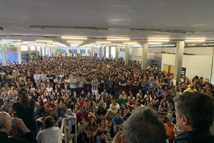 ufpb - 'DESMONTE DAS UNIVERSIDADES': Estudantes e professores lotam UFPB contra o Projeto 'Future-se'