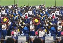 Torcedor usa criança como arma para atingir rival em briga em estádio