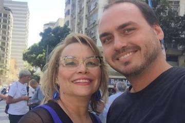 15659197165d5609e47b1eb 1565919716 3x2 md - MAIS UMA NA POLÍTICA: Fora da disputa, Carlos Bolsonaro lança a mãe para eleição à Câmara do Rio