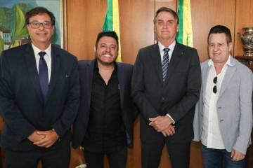 15664019685d5d65b07d8f4 1566401968 3x2 md - Em reunião com Bolsonaro, Bruno e Marrone são declarados embaixadores do turismo