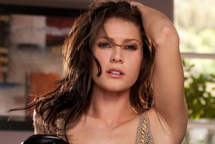 1 lee2 12743839 - Ex-atriz pornô bomba em site adulto após ser achada vivendo na rua