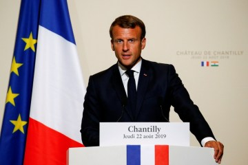 Macron diz que Amazônia 'arde em chamas' e pede discussão urgente no G7