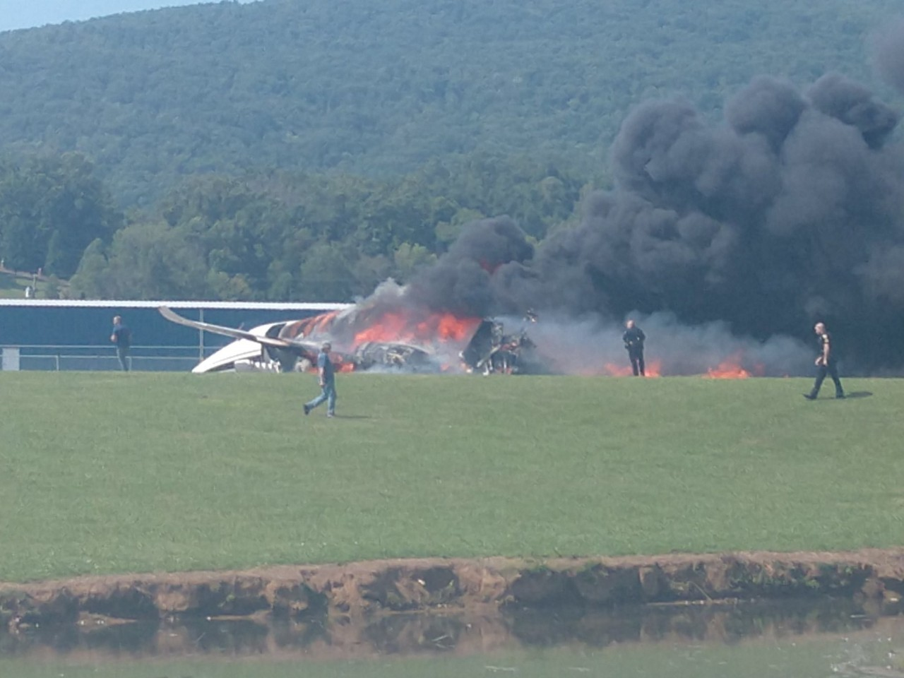 TRAGÉDIA: avião com Earnhardt Jr. e família cai e pega fogo