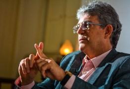 Homem encapuzado arromba escritório de Ricardo Coutinho e rouba computador; ex-governador presta queixa