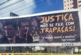 Grupo espalha outdoors por João Pessoa com críticas a Moro e Dallagnol: 'justiça não se faz com trapaças'