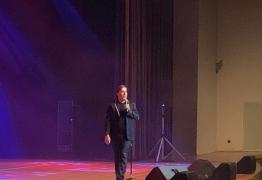 Tom Cavalcante zomba de Bolsonaro durante show em João Pessoa – VEJA VÍDEOS