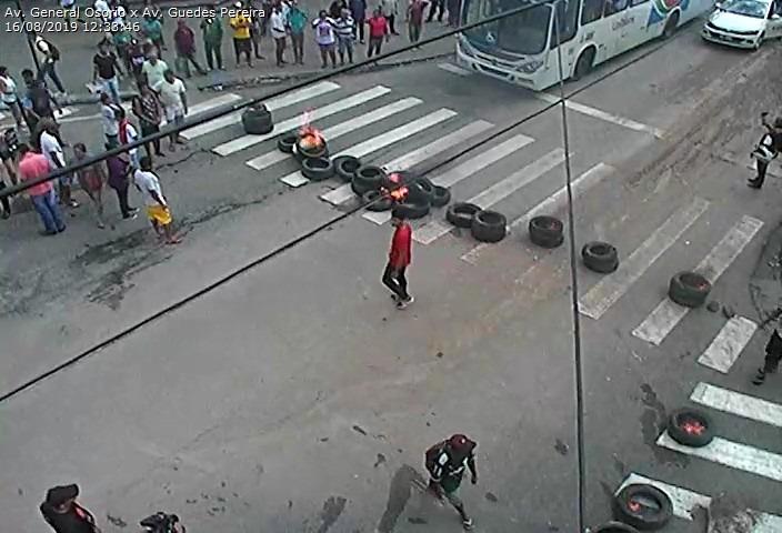 928819d8 6b84 4912 9342 31a3388c436d - TUMULTO: Ambulantes fazem protesto e fecham ruas no Centro de João Pessoa