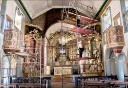 Trabalho de restauração acha tesouro sob crosta de tinta em igreja mineira