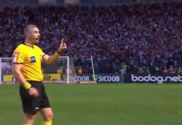Pela primeira vez no Brasil, árbitro para jogo devido a gritos homofóbicos – VEJA VÍDEO
