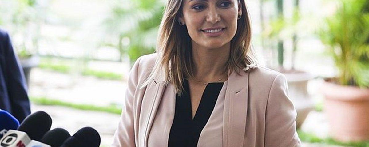 Michelle Bolsonaro enfrenta dramas familiares e tem apoio do marido
