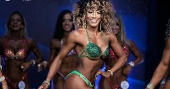 """Pastora Dayane Araújo 300x158 - IMPRESSIONANTE: Pastora exibe """"corpão"""" em campeonato de fisiocuturismo"""