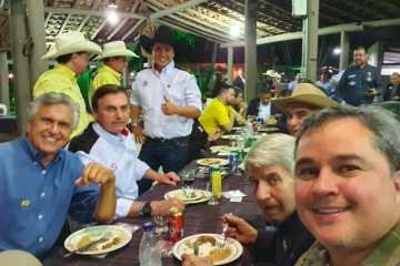 Ao lado de Bolsonaro, Efraim Filho participa da festa do Peão de Barretos e assume Frente Nacional da Vaquejada