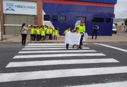STTRANS comemora o dia Internacional do Pedestre educando crianças do ensino fundamental