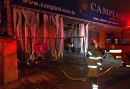 FOGO: Incêndio destrói loja de descartáveis no centro de João Pessoa