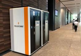 Japão ganha escritórios compartilhados do tamanho de cabines telefônicas