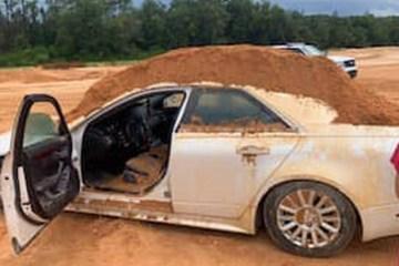 escavadeira 1 - Homem é preso após tentar soterrar namorada com escavadeira