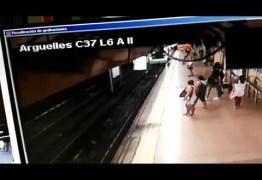 Homem sobrevive após ser jogado na frente de metrô em Madri, na Espanha