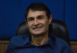 Em tom diplomático, Romero Rodrigues evita entrar em rota de colisão com Julian Lemos e diz que parlamentar foi induzido ao erro