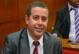 João Almeida desafia colegas a assinarem projeto que iguala salário de vereadores a professores em JP