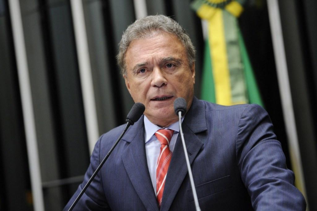 1522158082 pt x alvaro dias 1024x682 - Bolsonaro é Centrão e retrocede no combate à corrupção, diz Álvaro Dias
