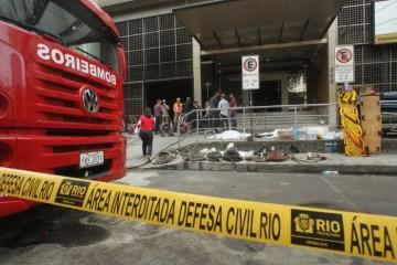1 130919er005 1048988 - Sobe para 14 o número de vítimas do incêndio de hospital do Rio de Janeiro