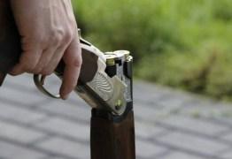 Menina de 12 anos atira em homem que tentava invadir casa dela