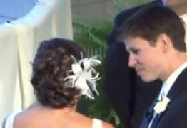 MICO: noiva esquece microfone ligado e sussurra segredo vergonhoso – VEJA VÍDEO