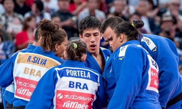 5d6be2d597205 300x180 - Brasil conquista bronze por equipes mistas no Mundial